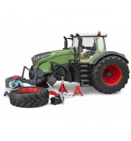 Traktor Fendt Vario sa mehaničarem i alatom 040413